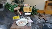 servez vous et payer, oeufs cuits par l'eau chaude des sources